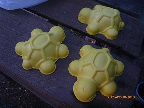 Mini turtles hand-carved from hardened sulphur