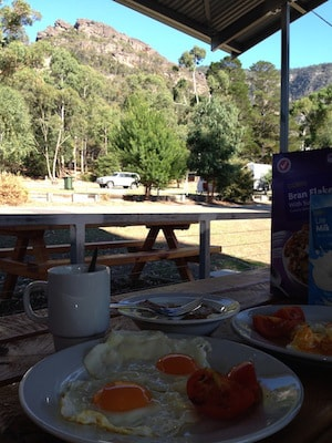 halls-gap-breakfast