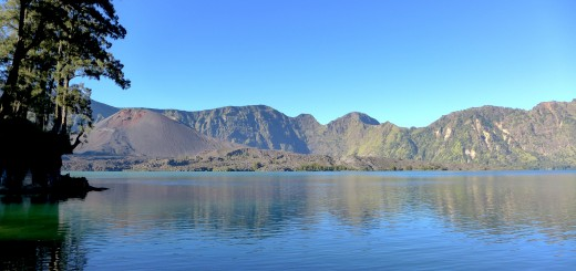 Mt-Rinjani-crater-lake