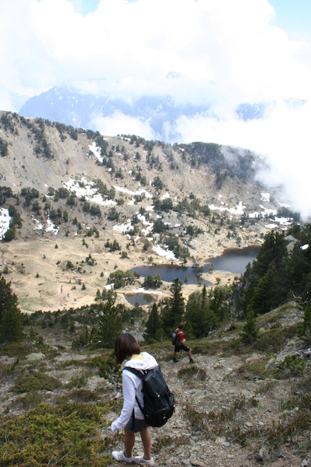 Descending the rocky paths towards Lac Achard