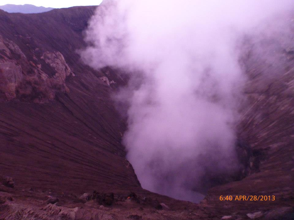 Looking into the crater, right on the other side
