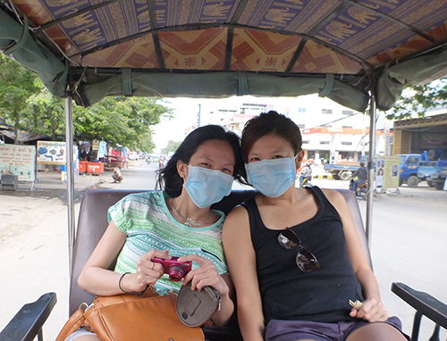 The long tuktuk ride to Choeung Ek was a bumpy, dusty one so prepare your masks (even the locals wear them)! We got our driver to stop at one of the roadside stalls to buy some