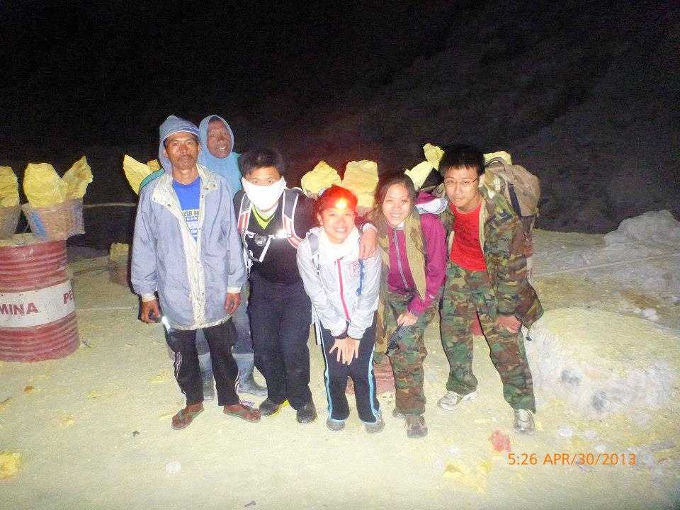 With the sulphur miners at Ijen Crater, Indonesia – Not only does a head torch help in going up, it was also extremely useful when we descended the steep, rocky paths into the volcanic crater