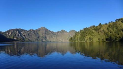 rinjani-crater-lake-morning