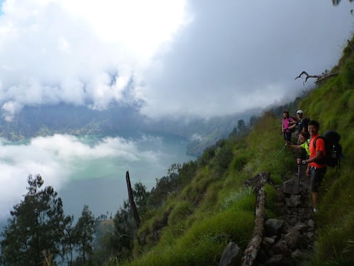rinjani-hike-up-crater
