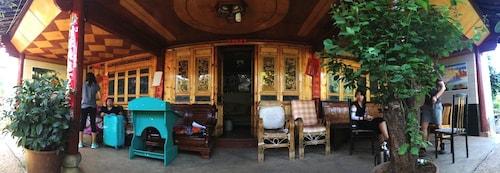 Naxi-village-home