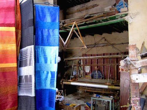fes-scarves-weaving