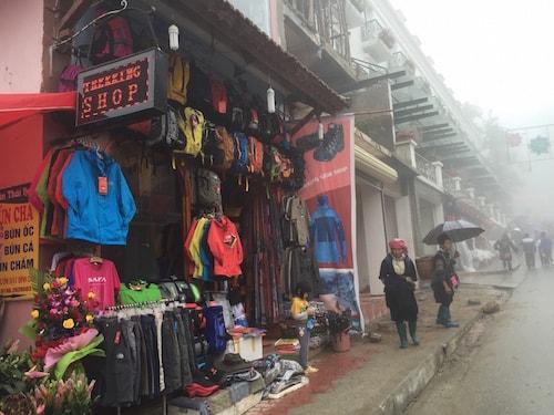 Sapa-trekking-shop