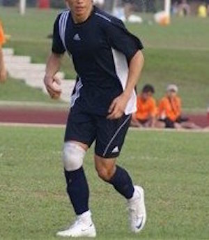 Not a great idea to go full-on competitive with a knee guard  [Right knee - 2009]